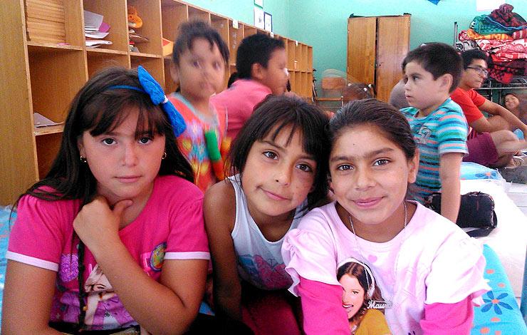 Los monos de Novasur divirtieron y acompañaron a niños de Techo Antofagasta