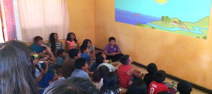 Niños de campamentos de verano Junaeb aprenden con los videos educativos de la programación Novasur del CNTV